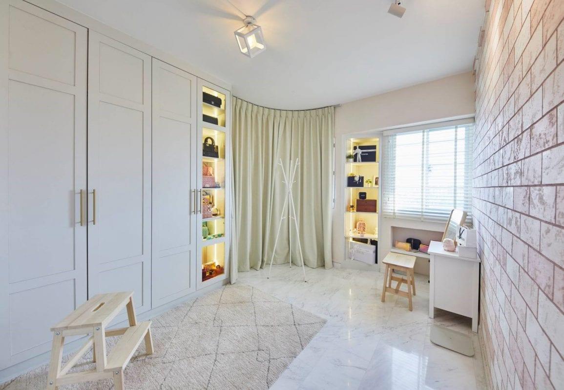 carpenters/ vanity room
